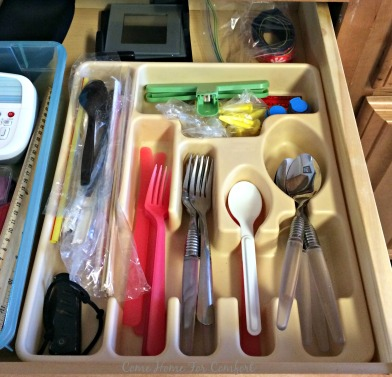 Organize The Junk Drawer via ComeHomeForComfort.com 3