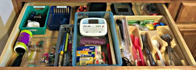 Organize The Junk Drawer via ComeHomeForComfort.com 5