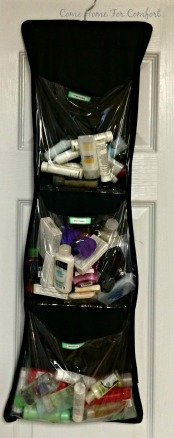 Organize travel toiletries with an over the door organizer via ComeHomeForComfort.com