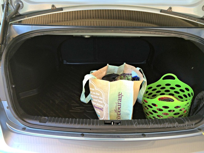 Organizing Your Trunk via ComeHomeForComfort.com