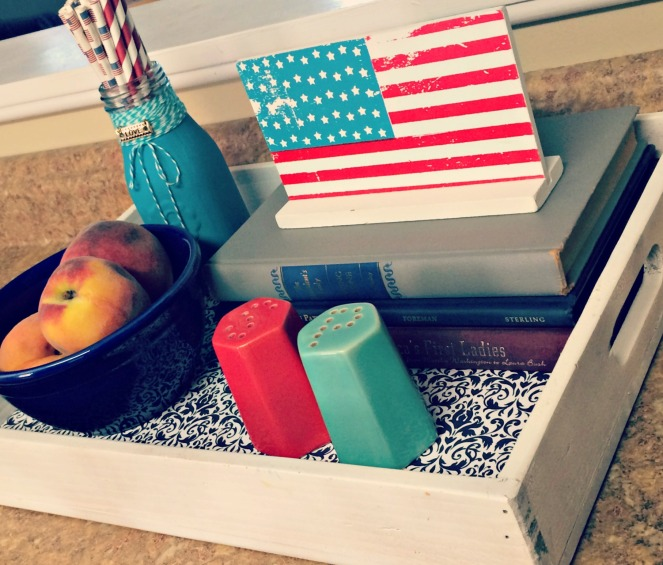 Patriotic Kitchen Decor via ComeHomeForComfort.com 5