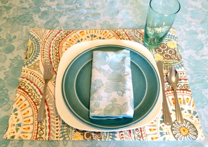 Pattern Mixing in the Dining Room Place Setting