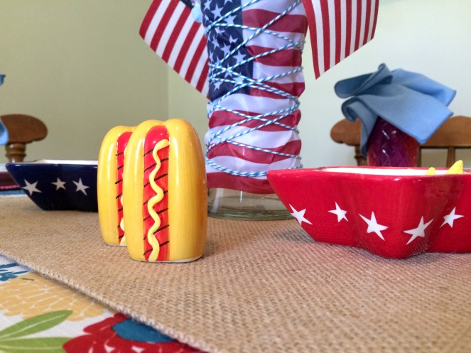 Patriotic Tablescape with all-American accessories via ComeHomeForComfort.com
