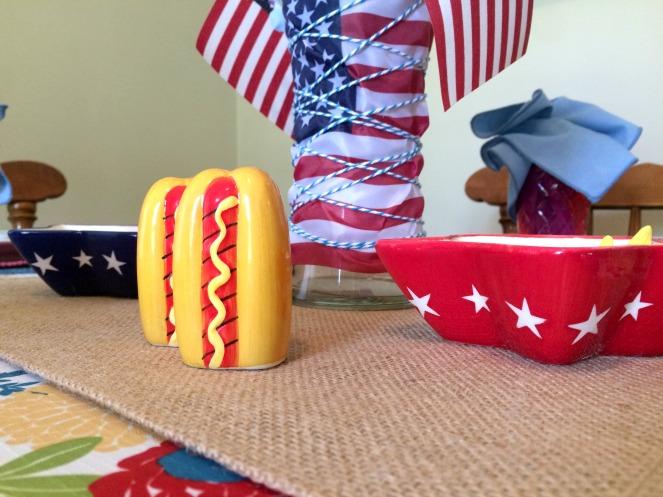 Patriotic Tablescape with all-American accessories via ComeHomeForComfort.com