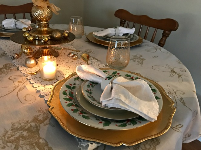 gold-and-white-romantic-holiday-table-setting-4
