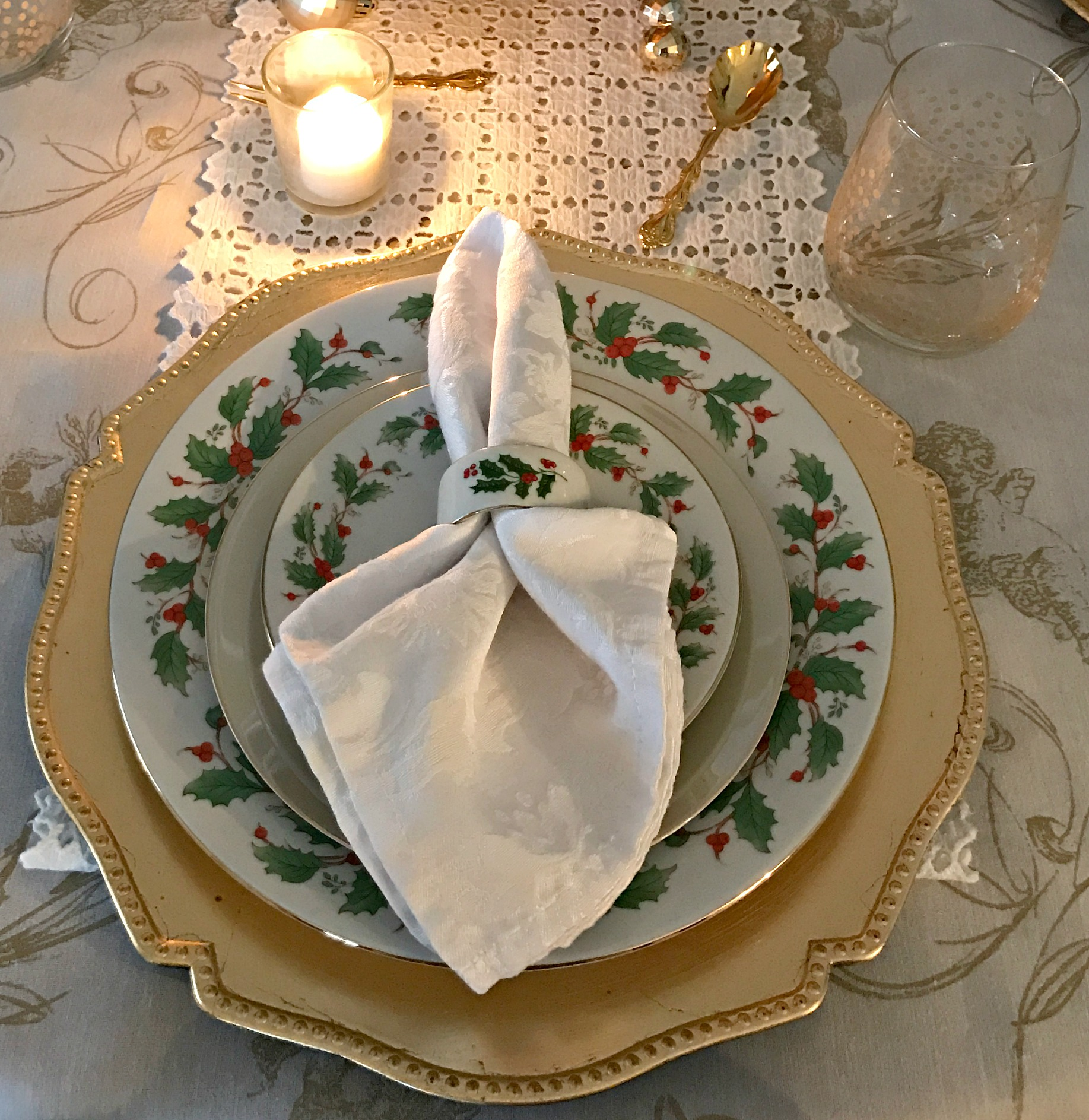 Romantic Gold and White Holiday Table Setting – Come Home For Comfort