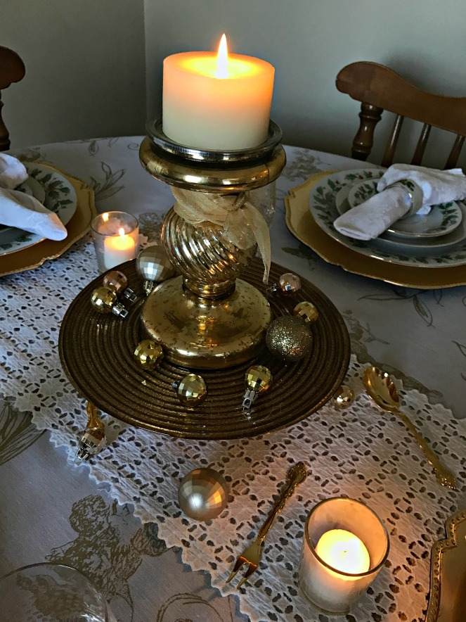 gold-and-white-romantic-holiday-table-setting-7