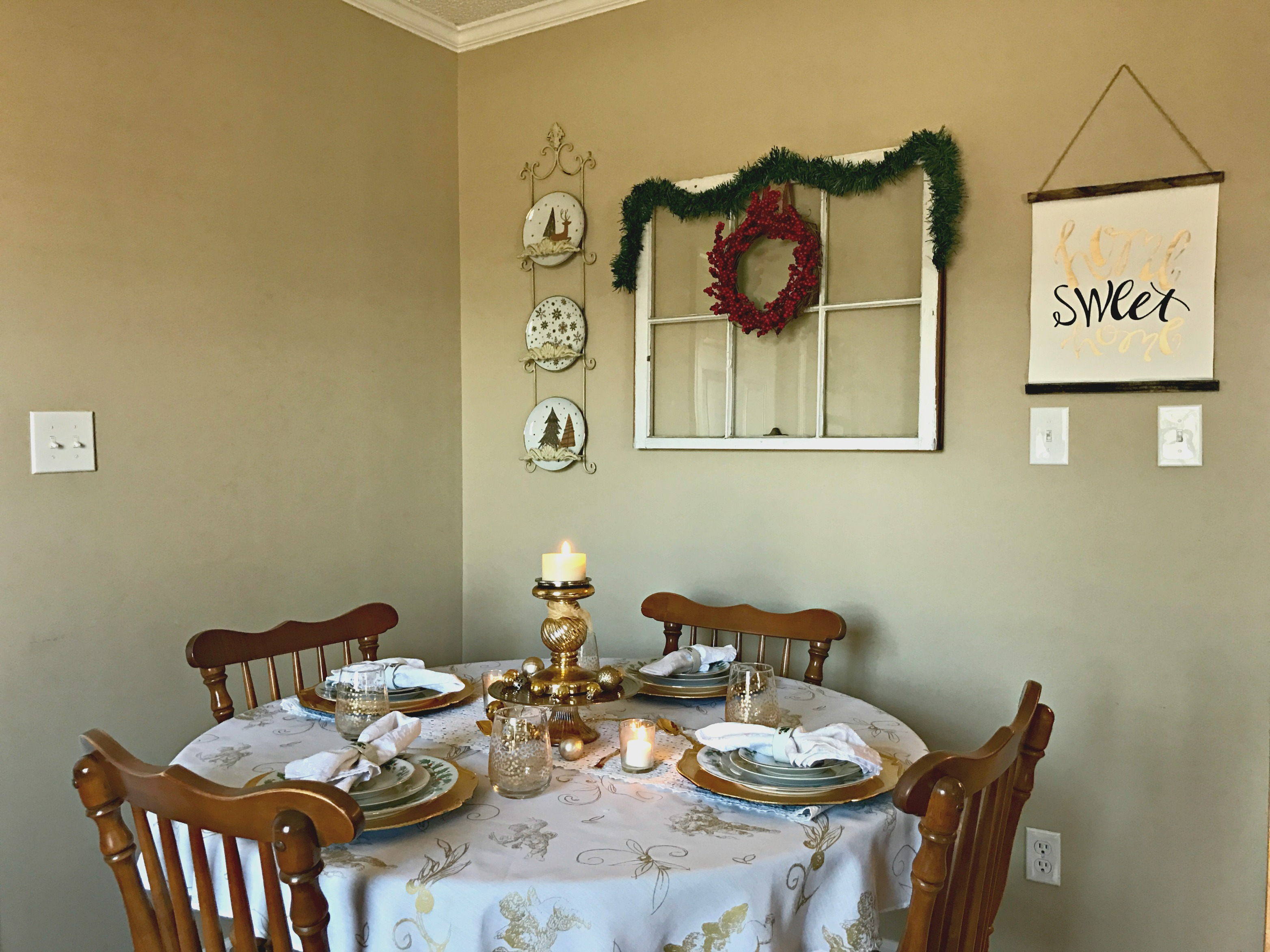 Gold christmas table setting - Gold And White Romantic Holiday Table Setting